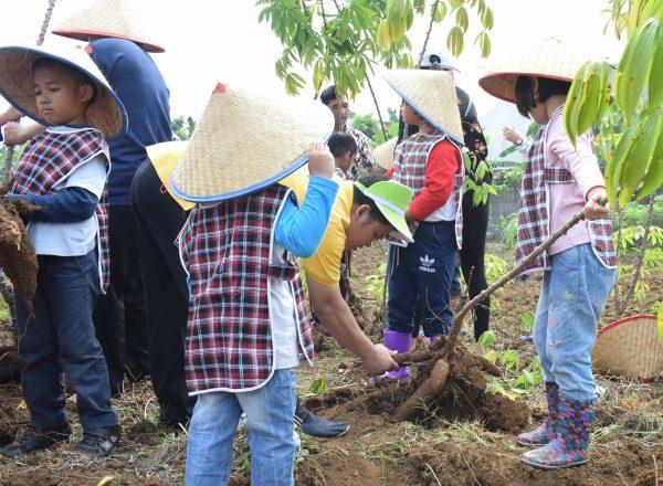 "Field Trip TK Charitas ""Sawangan"" 4 Mei 2018"